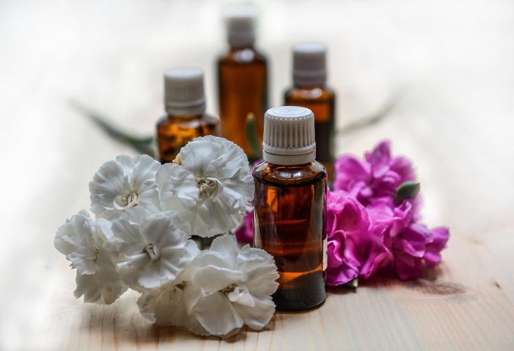 essential-oils-1433692_1280
